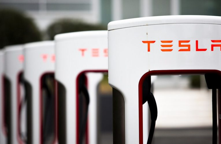 ปลายปีนี้ Tesla จะปล่อยให้ผู้ที่ไม่ใช่เทสลาสใช้เครือข่ายซุปเปอร์ชาร์จเจอร์