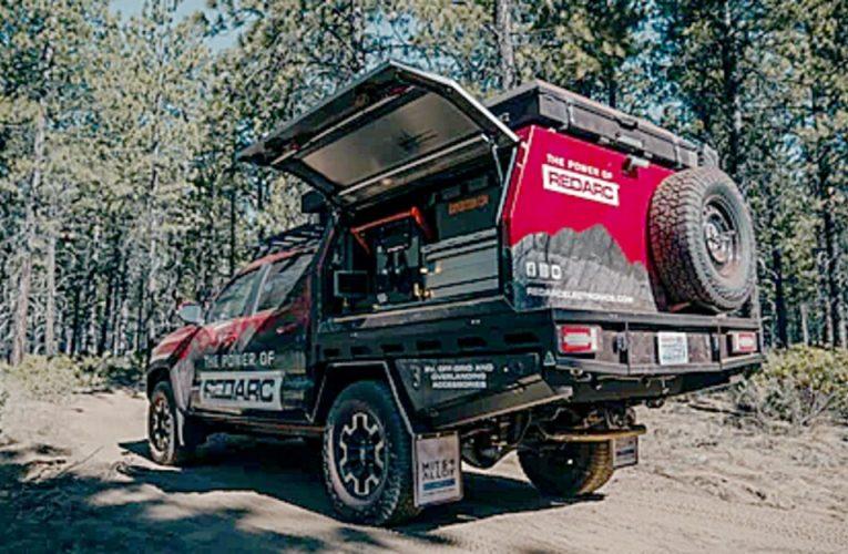 Toyota Tacoma ที่พร้อมใช้บนบกของ Redarc เป็นหนึ่งในผู้ออกค่ายที่ยากลำบาก